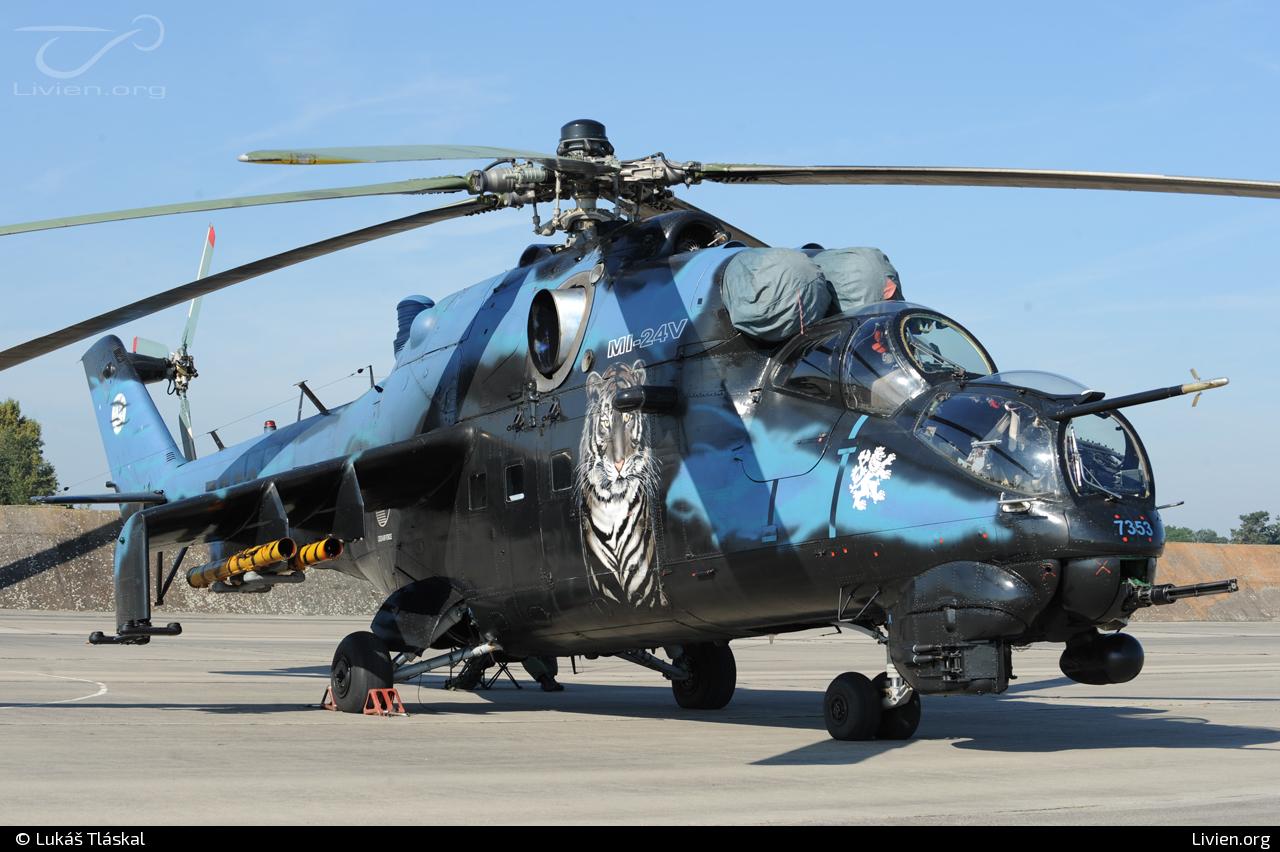 d9c5af93f Foto vrtulníku - 7353 - Mil Mi-24 V Hind E
